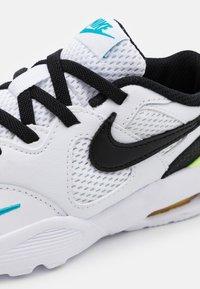 Nike Sportswear - AIR MAX FUSION UNISEX - Sneakers laag - white/black/oracle aqua/pollen rise - 5