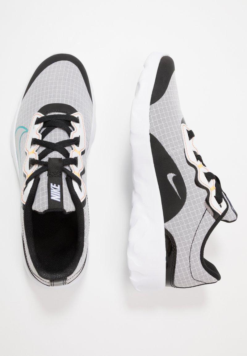 Nike Sportswear - EXPLORE STRADA - Tenisky - white/chrome/black/laser orange