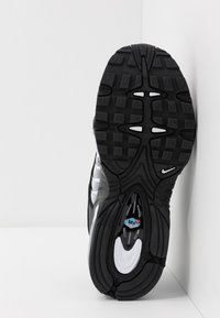 Nike Sportswear - AIR MAX TAILWIND IV  - Sneakersy niskie - black/white - 5