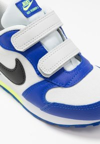 Nike Sportswear - MD RUNNER 2 - Trainers - photon dust/black/hyper blue/volt - 2