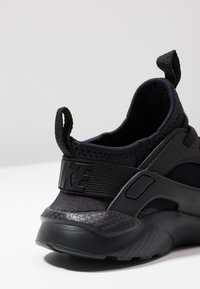 Nike Sportswear - HUARACHE RUN ULTRA  - Babyschoenen - black - 2