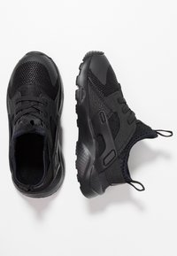 Nike Sportswear - HUARACHE RUN ULTRA  - Babyschoenen - black - 0