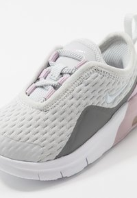 Nike Sportswear - AIR MAX MOTION 2  - Tenisky - photon dust/white/iced lilac/smoke - 2