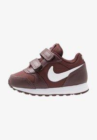 Nike Sportswear - RUNNER - Sneakers basse - el dorado/white - 1
