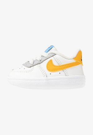 FORCE 1 CRIB - Lära-gå-skor - summit white/total orange/light smoke grey/blue/gold