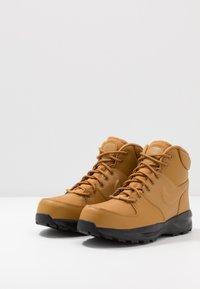 Nike Sportswear - MANOA '17 - Korkeavartiset tennarit - wheat/black - 3