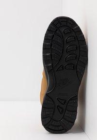 Nike Sportswear - MANOA '17 - Korkeavartiset tennarit - wheat/black - 5