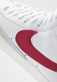 Nike Sportswear - BLAZER MID '77 - Sneakers hoog - white/worn brick/sail - 8