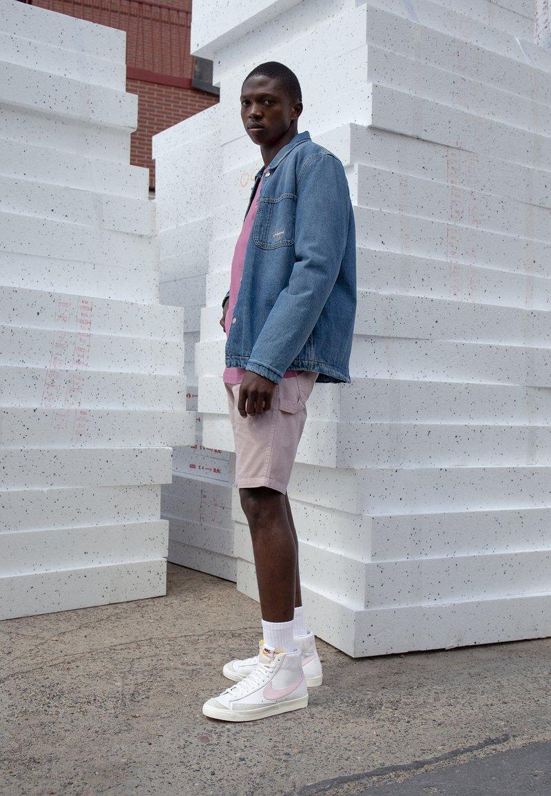 Nike Sportswear - BLAZER MID '77 - Sneakers hoog - white/pink/sail