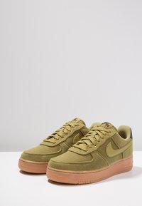 Nike Sportswear - AIR FORCE 1 '07 LV8 STYLE - Sneakers laag - green/medium brown/black - 2