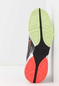 Nike Sportswear - GHOSWIFT - Zapatillas - white/black/dynamic yellow - 4