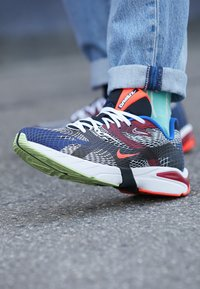 Nike Sportswear - GHOSWIFT - Zapatillas - black/white/deep royal blue/bright crimson/team red/racer blue - 7