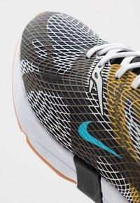Nike Sportswear - GHOSWIFT - Zapatillas - black/blue fury/laser orange/white/medium brown - 6
