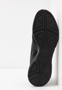Nike Sportswear - GHOSWIFT - Zapatillas - black/white - 4