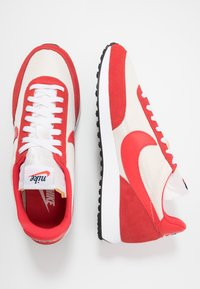 Nike Sportswear - AIR TAILWIND 79 - Zapatillas - sail/track red/white/habanero red/obsidian - 1