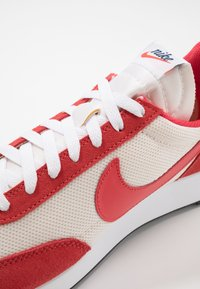 Nike Sportswear - AIR TAILWIND 79 - Zapatillas - sail/track red/white/habanero red/obsidian - 5