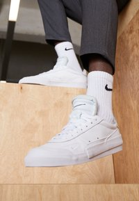 Nike Sportswear - DROP TYPE PRM - Sneakers laag - white/black - 3