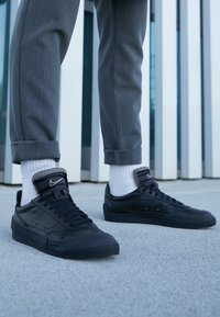 Nike Sportswear - DROP TYPE PRM - Matalavartiset tennarit - black/white - 7