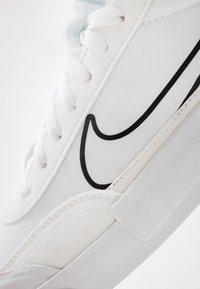 Nike Sportswear - DROP-TYPE HBR - Matalavartiset tennarit - white/black - 5