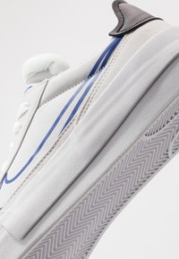 Nike Sportswear - DROP-TYPE HBR - Sneakers basse - vast grey/hyper blue/black/white - 5