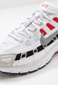 Nike Sportswear - P-6000 - Baskets basses - white/particle grey/university red/neutral grey/black - 8