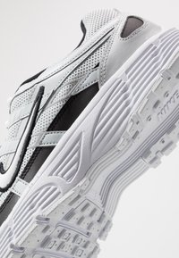 Nike Sportswear - P-6000 - Sneakers - pure platinum/white/black - 5