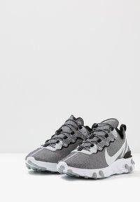 Nike Sportswear - REACT ELEMENT 55 SE - Sneakers laag - white/pure platinum/wolf grey/black - 2