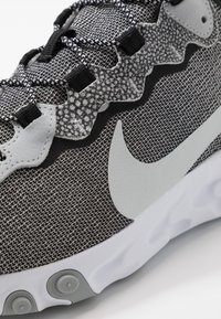 Nike Sportswear - REACT ELEMENT 55 SE - Sneakers laag - white/pure platinum/wolf grey/black - 5