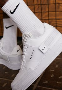 Nike Sportswear - AF1-TYPE SP20 - Joggesko - white/black - 3
