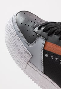 Nike Sportswear - AF1-TYPE SP20 - Sneakers laag - black/hyper crimson/wolf grey/white - 5