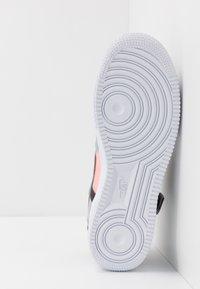Nike Sportswear - AF1-TYPE SP20 - Baskets basses - black/hyper crimson/wolf grey/white - 4