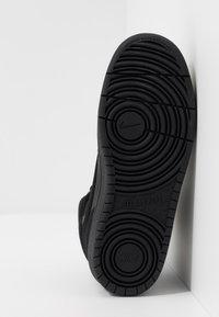 Nike Sportswear - COURT BOROUGH MID 2 BOOT WINTERIZED - Vysoké tenisky - black/white - 5