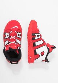 Nike Sportswear - AIR MORE UPTEMPO QS - Høye joggesko - red/white - 0
