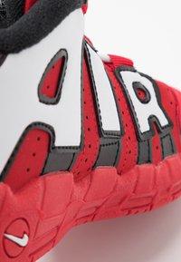 Nike Sportswear - AIR MORE UPTEMPO QS - Høye joggesko - red/white - 2