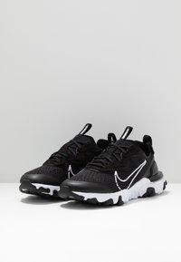 Nike Sportswear - REACT VISION - Baskets basses - black/white - 3