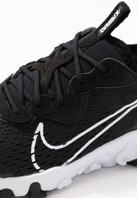 Nike Sportswear - REACT VISION - Baskets basses - black/white - 2