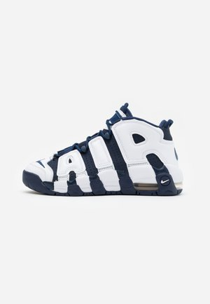 AIR MORE UPTEMPO  - Sneakersy wysokie - white/midnight navy/metallic gold/university red