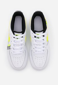 Nike Sportswear - AIR FORCE 1 LV8 UNISEX - Sneakersy niskie - white/barely volt/volt/black - 3