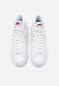 Nike Sportswear - BLAZER MID - Sneakersy wysokie - white/pink foam - 3