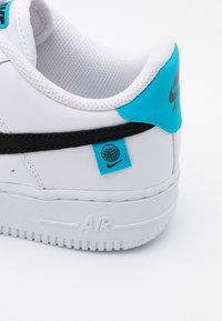 Nike Sportswear - AIR FORCE 1 UNISEX - Trainers - white/blue fury - 5