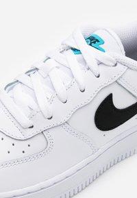 Nike Sportswear - FORCE 1UNISEX - Sneakers laag - white/blue fury - 5