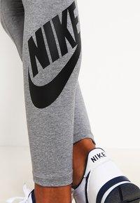 Nike Sportswear - Legginsy - gris/noir - 3