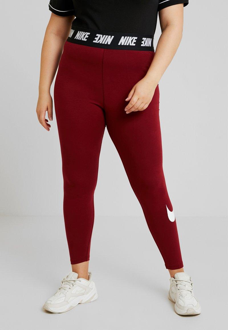 Nike Sportswear - CLUB PLUS - Leggings - Hosen - team red/white