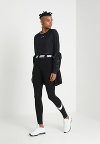Nike Sportswear - CLUB  - Leggings - black/white - 1