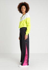 Nike Sportswear - Teplákové kalhoty - oil grey/black - 1