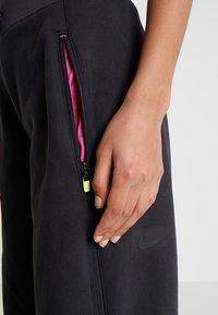 Nike Sportswear - Teplákové kalhoty - oil grey/black - 5