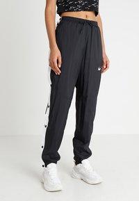 Nike Sportswear - PANT POPPER - Træningsbukser - black/white - 0