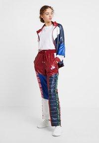 Nike Sportswear - PANT - Träningsbyxor - team red/pink rise - 1