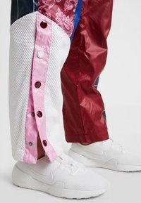 Nike Sportswear - PANT - Träningsbyxor - team red/pink rise - 3