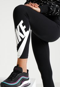 Nike Sportswear - NSW LEGASEE 7/8 FUTURA - Leggings - Trousers - black/white - 4